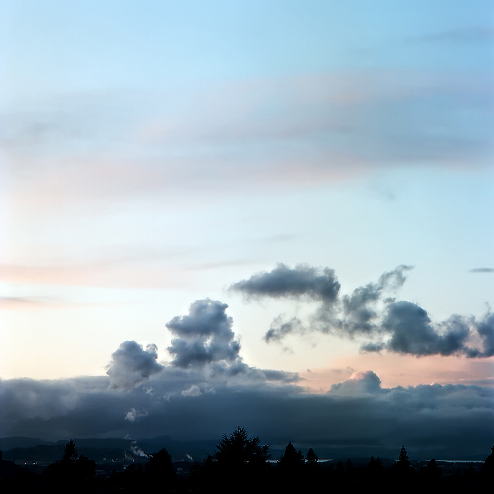Pattern of emissions, Chevron refinery, twilight (Berkeley, 2009) © Sheila Newbery