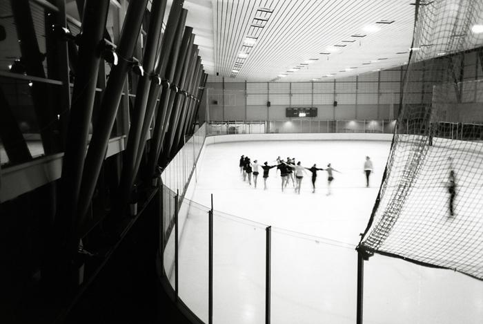 Ice skating class (San Francisco, 2009) © Sheila Newbery