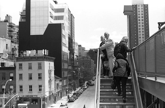 Tourists  (The High Line, 2011) © Sheila Newbery