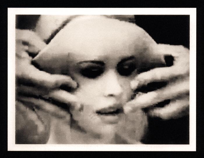 """No te olvides de tu cara"" (palladium print, 2011) Sheila Newbery"